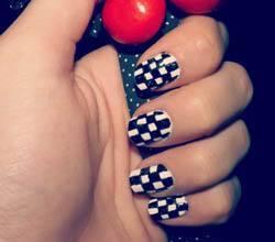 Checkered pattern nail design