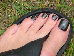 artistic design on toenails