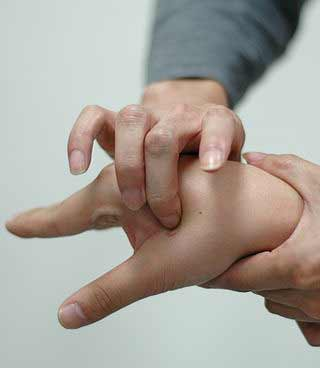 acupressure relieves pain